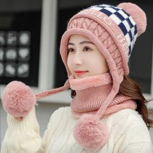 Women hat and scarf set